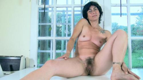 Soledad Bush strips and masturbates on her table