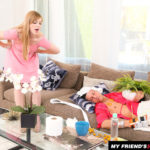DOLLY LEIGH – BLONDE DOLLY LEIGH FUCKING IN THE COUCH WITH HER MEDIUM TITS