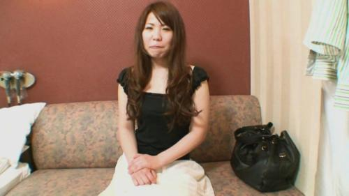 Hot Japanese Milf Rie Obata Gets Some Attention