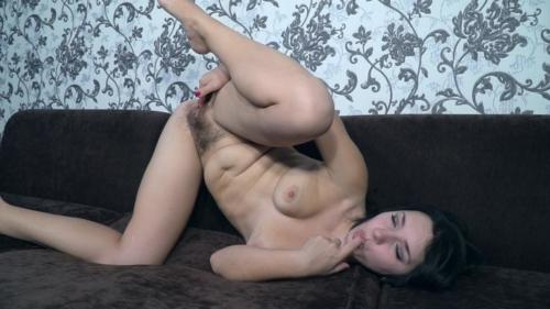 Tanita Bush is a sexy and masturbating genie today